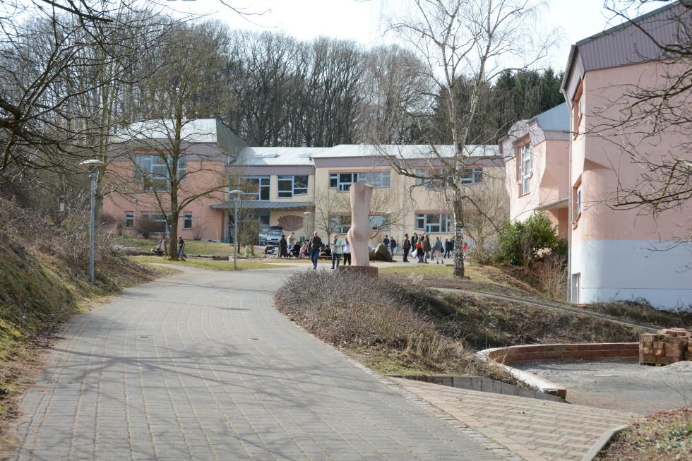 Blick auf die Schulgebäude